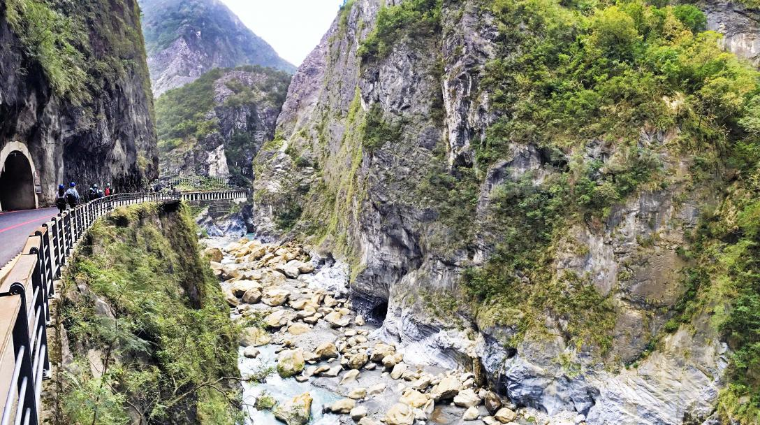 Taroko Swallow Grotto (燕子口)