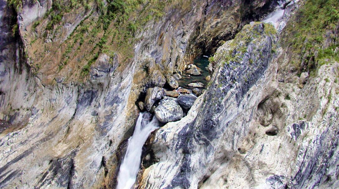 Taroko Tunnel of Nine Turns Jiuqudong Trail (太魯閣九曲洞步道)