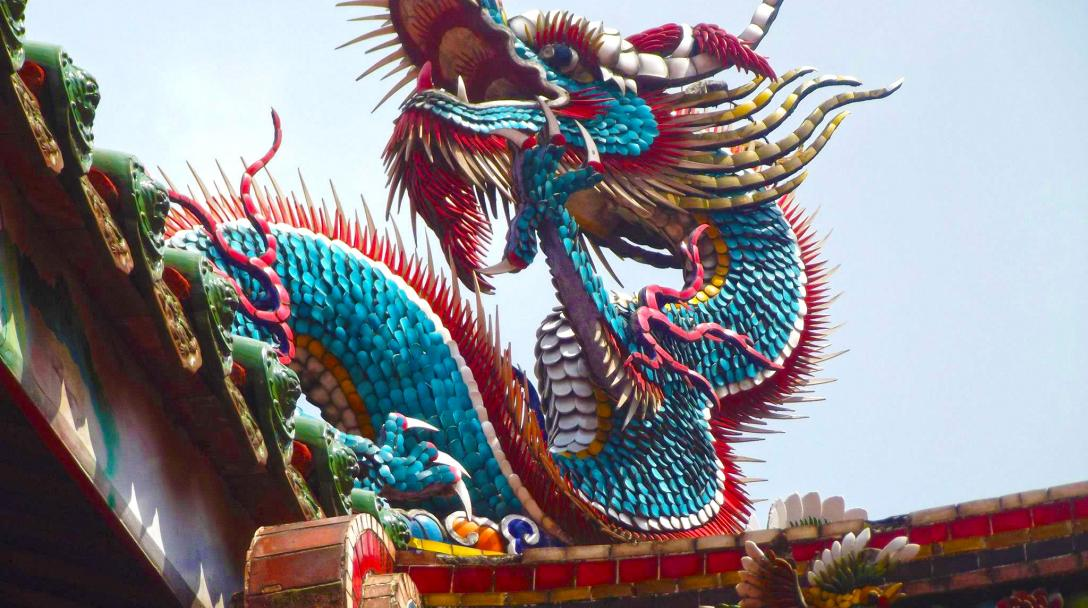 Dragon on top of Longshan Temple (龍山寺)