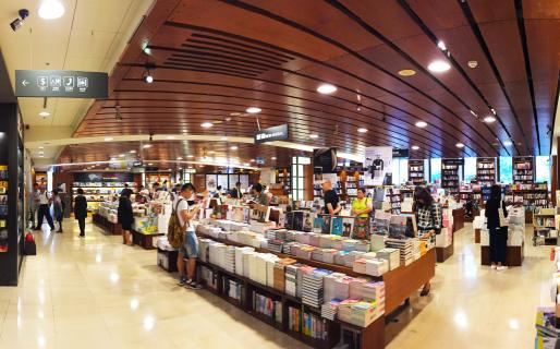 Eslite 24 Hour Bookstore (誠品24小時書店)