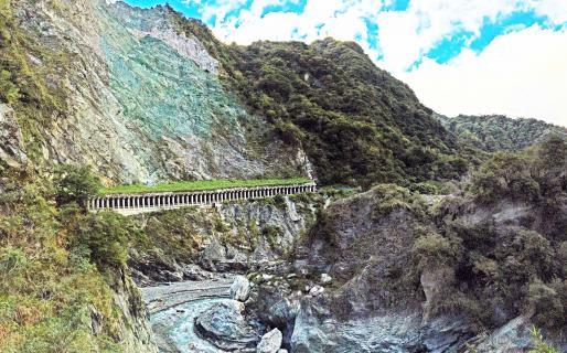 Baiyang Trail (天祥白楊步道)